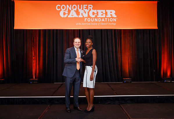 2017 Resident Travel Award Recipient Nkem Nweze, MD with Thomas G. Roberts, Jr., MD, Chair of the Conquer Cancer Foundation Board of Directors, during 2017 Grants & Awards Ceremony and Reception