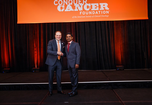 2017 IDEA Recipient Raj Mohan, MBBS with Thomas G. Roberts, Jr., MD, Chair of the Conquer Cancer Foundation Board of Directors, during 2017 Grants & Awards Ceremony and Reception