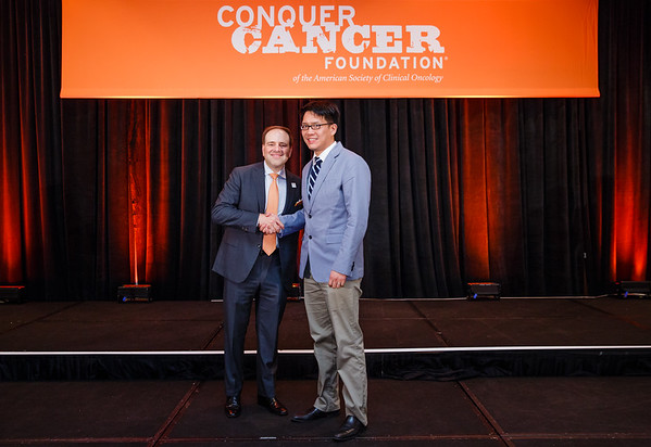 2017 Young Investigator Award Recipient Samuel Ng, MD, PhD with Thomas G. Roberts, Jr., MD, Chair of the Conquer Cancer Foundation Board of Directors, during 2017 Grants & Awards Ceremony and Reception