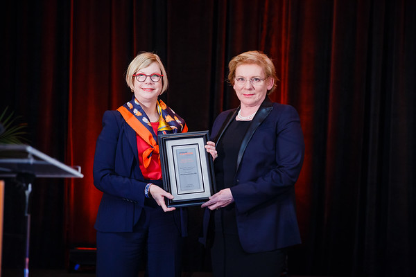 Women Who Conquer Cancer Mentorship Award Recipient Mary Gospodarowicz, MD, FRCR, FRCPC with Sandra M. Swain, MD, FACP, FASCO during 2017 Grants & Awards Ceremony and Reception
