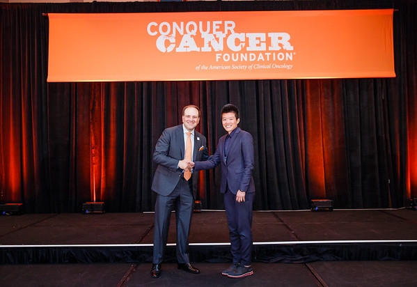 Special Merit Award Recipient Po-Ju Lin, PhD, MPH, RD with Thomas G. Roberts, Jr., MD, Chair of the Conquer Cancer Foundation Board of Directors, during 2017 Grants & Awards Ceremony and Reception