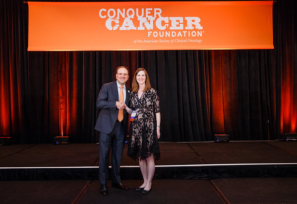 2017 Young Investigator Award Recipient Jennifer Veneris, MD, PhD with Thomas G. Roberts, Jr., MD, Chair of the Conquer Cancer Foundation Board of Directors, during 2017 Grants & Awards Ceremony and Reception