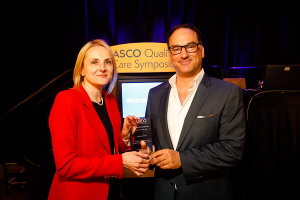 Keynote Lecturer Kaveh G. Shojania, MD, receives his award presents Keynote Lecture