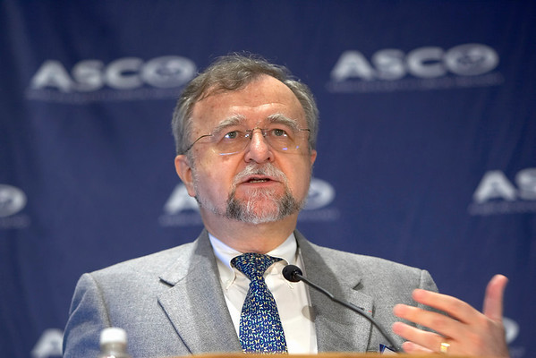 Orlando, FL - ASCO 2005 - Gabriel N. Hortobagyi, MD, FACP, President-Elect of ASCO, addresses a press briefing discussing the ASCO Perspective on recent breast cancer developments  Friday, May 13, 2005 at the American Society of Clinical Oncology's (ASCO) 41st Annual Meeting at the Orange County Convention Center in Orlando, Fl. The meeting attracts more than 25,000 oncologists, cancer researchers and cancer care professionals from more than 100 countries. Credit: Photo Courtesy © ASCO/Todd Buchanan 2004. ASCO Contact: Carrie Housman/Communications Dept.; 703-519-1423. Technical Questions: todd@toddbuchanan.com; 612-226-5154.