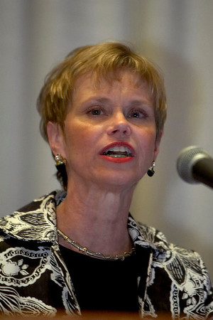 Chicago, IL - ASCO 2007 - Sandra J. Horning, MD, Immediate Past President of ASCO, speaks at the Oncologist As a Patient Education Session, held on Friday, June 1, 2007, during the American Society of Clinical Oncology's (ASCO) 43rd Annual Meeting. The meeting attracts more than 25,000 oncologists, researchers, and cancer care professionals from more than 100 countries. Date: Friday June 1, 2007. Credit: Photo Courtesy © ASCO/Scott Morgan 2007. ASCO Contact: Tiffany Reynolds/Communications Dept.; 703-519-1423. Technical Questions: todd@toddbuchanan.com; 612-226-5154.