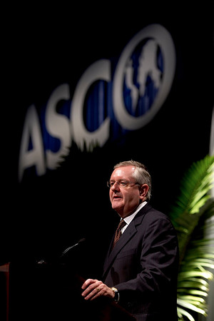 Atlanta, GA - ASCO 2006 - Interim Executive Vice President and CEO, Joseph S. Bailes, MD, announces award recipients during the Plenary Session here today, Saturday, June 3, 2006, at the American Society of Clinical Oncology's (ASCO) 42nd Annual Meeting. The meeting attracts more than 25,000 oncologists, researchers, and cancer care professionals from more than 100 countries. Credit: Photo Courtesy © ASCO/Todd Buchanan 2006. ASCO Contact: Danielle Potuto/Communications Dept.;: 703-519-1422. Technical Questions: todd@toddbuchanan.com; 612-226-5154.