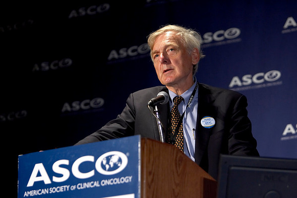 Chicago, IL - ASCO 2007 - Robert F. Ozols, MD, Chair of the American Society of Clinical Oncology's Cancer Communications Committee, speaks during the Opening Press Briefing, Friday June 1, 2007 during ASCO's 43rd Annual Meeting. The meeting attracts more than 25,000 oncologists, researchers, and cancer care professionals from more than 100 countries. Date: Friday June 1, 2007. Credit: Photo Courtesy © ASCO/Todd Buchanan 2007. ASCO Contact: Tiffany Reynolds/Communications Dept.; 703-519-1423. Technical Questions: todd@toddbuchanan.com; 612-226-5154.