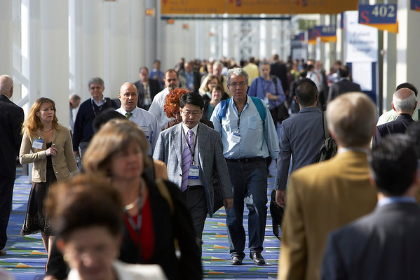 Chicago, IL - ASCO 2007 - Attendees travel to sessions, Saturday, June 2, 2007, at the American Society of Clinical Oncology's (ASCO) 43rd Annual Meeting held in Chicago's McCormick Place. The meeting attracts more than 25,000 oncologists, researchers, and cancer care professionals from more than 100 countries. Date: Saturday June 2, 2007. Credit: Photo Courtesy © ASCO/Scott Morgan 2007. ASCO Contact: Tiffany Reynolds/Communications Dept.; 703-519-1423. Technical Questions: todd@toddbuchanan.com; 612-226-5154.