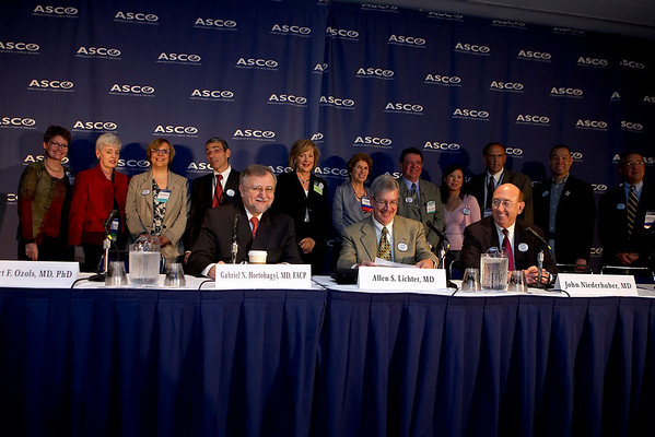 Chicago, IL - ASCO 2007 - Chicago, IL - ASCO 2007 - Leaders of the American Society of Clinical Oncology (ASCO), patient advocates, and Directors of the National Cancer Institute's Cooperative Groups gather at the Opening Press Briefing, Friday June 1, 2007 during ASCO's 43rd Annual Meeting. The meeting attracts more than 25,000 oncologists, researchers and cancer care professionals from more than 100 countries. Date: Friday June 1, 2007. Credit: Photo Courtesy © ASCO/Todd Buchanan 2007. ASCO Contact: Tiffany Reynolds/Communications Dept.; 703-519-1423. Technical Questions: todd@toddbuchanan.com; 612-226-5154.