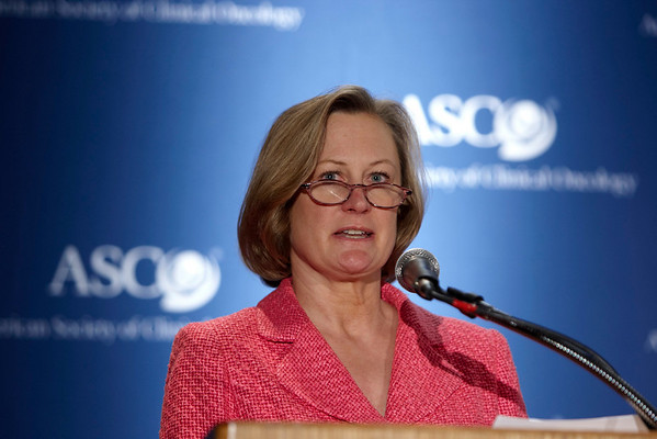 Chicago, IL - ASCO 2008: Julie Gralow, MD, ASCO Spokesperson, moderates the Opening Press Briefing on Friday, May 30, 2008, during the American Society of Clinical Oncology's (ASCO) 44th Annual Meeting. The meeting attracts more than 25,000 oncologists, cancer researchers and cancer care professionals from more than 100 countries. Date: Friday May 30, 2008 Photo by © ASCO/Todd Buchanan 2008 ASCO Contact: Tiffany Reynolds/Communications Dept.; 703-519-1423. Technical Questions: todd@toddbuchanan.com; Phone: 612-226-5154.