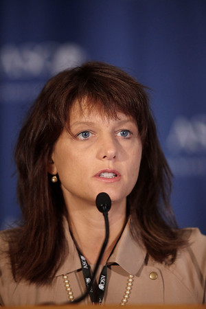 Orlando, FL - ASCO 2009 Annual Meeting: Gwendolyn P. Quinn, PhD addresses the Quality of Care Press Conference about Abstract CRA9508 at the American Society for Clinical Oncology Annual Meeting here today, Monday June 1, 2009. Over 25,000  physicians, researchers and healthcare professionals from over 100 countries are attending the meeting which is being held at the Orange County Convention center and features the latest cancer  research in the areas of basic and clinical science. Date: Monday June 1, 2009 Photo by © ASCO/Zach Boyden-Holmes 2009 Technical Questions: todd@toddbuchanan.com; Phone: 612-226-5154.