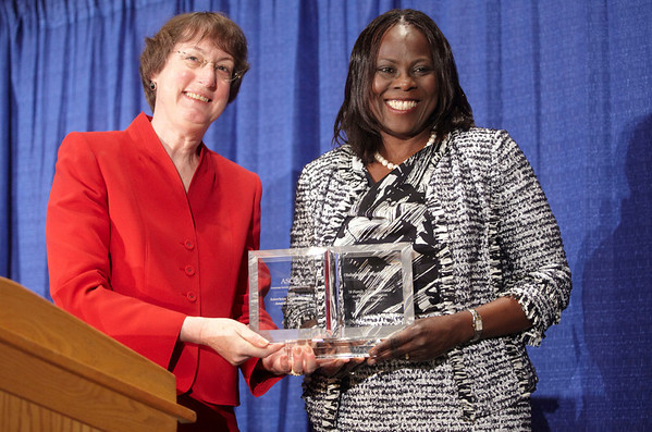 Orlando, FL - ASCO 2009 Annual Meeting: Olufunmilayo Olopade, M.B.B.S. receives the American Cancer Society Award & Lecture at the American Society for Clinical Oncology Annual Meeting from passed president Nancy Davidson, MD, here today, Monday June 1, 2009. Over 25,000  physicians, researchers and healthcare professionals from over 80 countries are attending the meeting which is being held at the Orange County Convention center and features the latest cancer  research in the areas of basic and clinical science. Date: Monday June 1, 2009 Photo by © ASCO/Zach Boyden-Holmes 2009 Technical Questions: todd@toddbuchanan.com; Phone: 612-226-5154.