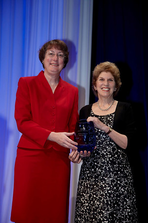 Orlando, FL - ASCO 2009 Annual Meeting: Diane Blum, MSW receives the Partners in Progress Award at the American Society for Clinical Oncology Annual Meeting here today, Monday June 1, 2009. Over 25,000  physicians, researchers and healthcare professionals from over 80 countries are attending the meeting which is being held at the Orange County Convention center and features the latest cancer  research in the areas of basic and clinical science. Date: Monday June 1, 2009 Photo by © ASCO/Todd Buchanan 2009 Technical Questions: todd@toddbuchanan.com; Phone: 612-226-5154.