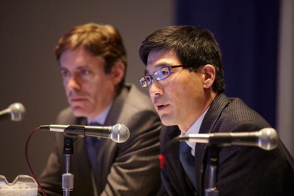 Chicago, IL - ASCO 2011 Annual Meeting:  Attendees  during the Clinical Problems in Oncology Session session at the American Society for Clinical Oncology Annual Meeting here today, Friday June 3, 2011. Over 25,000  physicians, researchers and healthcare professionals from over 100 countries are attending the meeting which is being held at the McCormick Convention center and features the latest cancer research in the areas of basic and clinical science. Date: Friday June 3, 2011 Photo by © GMG/Scott Morgan 2011 Technical Questions: todd@toddbuchanan.com; ASCO Contact: photos@asco.org Event Name: Clinical Problems in Oncology Session