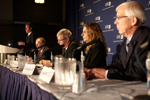 Chicago, IL - ASCO 2011 Annual Meeting:  Attendees  during the Women's Cancers Press Briefing session at the American Society for Clinical Oncology Annual Meeting here today, Saturday June 4, 2011. Over 25,000  physicians, researchers and healthcare professionals from over 100 countries are attending the meeting which is being held at the McCormick Convention center and features the latest cancer research in the areas of basic and clinical science. Date: Saturday June 4, 2011 Photo by © GMG/Scott Morgan 2011 Technical Questions: todd@toddbuchanan.com; ASCO Contact: photos@asco.org Event Name: Women's Cancers Press Briefing