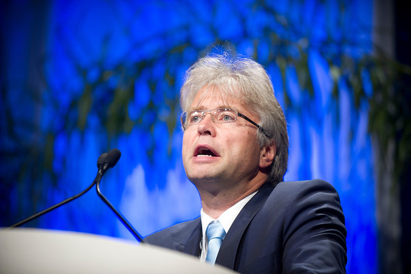Chicago, IL - ASCO 2011 Annual Meeting:  Gunter Von Minckwitz speaks during the Breast Cancer HER2/ER Oral Abstract session at the American Society for Clinical Oncology Annual Meeting here today, Sunday June 5, 2011. Over 25,000  physicians, researchers and healthcare professionals from over 100 countries are attending the meeting which is being held at the McCormick Convention center and features the latest cancer research in the areas of basic and clinical science. Date: Sunday June 5, 2011 Photo by © GMG/Zach Boyden-Holmes 2011 Technical Questions: todd@toddbuchanan.com; ASCO Contact: photos@asco.org Event Name: Oral Abstract Breast Cancer HER2/ER