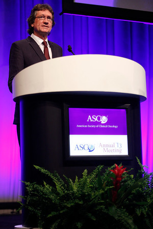 Chicago, IL - ASCO 2013 Annual Meeting: - Dr. Richard Gray during PLENARY at the American Society for Clinical Oncology (ASCO) Annual Meeting here today, Sunday June 2, 2013.  Over 30,000 physicians, researchers and healthcare professionals from over 100 countries are attending the meeting which is being held at the McCormick Convention center and features the latest cancer research in the areas of basic and clinical science. Photo by © ASCO/Rodney White 2013 Technical Questions: todd@toddbuchanan.com; ASCO Contact: photos@asco.org