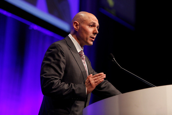 Chicago, IL - ASCO 2013 Annual Meeting: - Dr. Ezra E.W. Cohen during PLENARY at the American Society for Clinical Oncology (ASCO) Annual Meeting here today, Sunday June 2, 2013.  Over 30,000 physicians, researchers and healthcare professionals from over 100 countries are attending the meeting which is being held at the McCormick Convention center and features the latest cancer research in the areas of basic and clinical science. Photo by © ASCO/Rodney White 2013 Technical Questions: todd@toddbuchanan.com; ASCO Contact: photos@asco.org