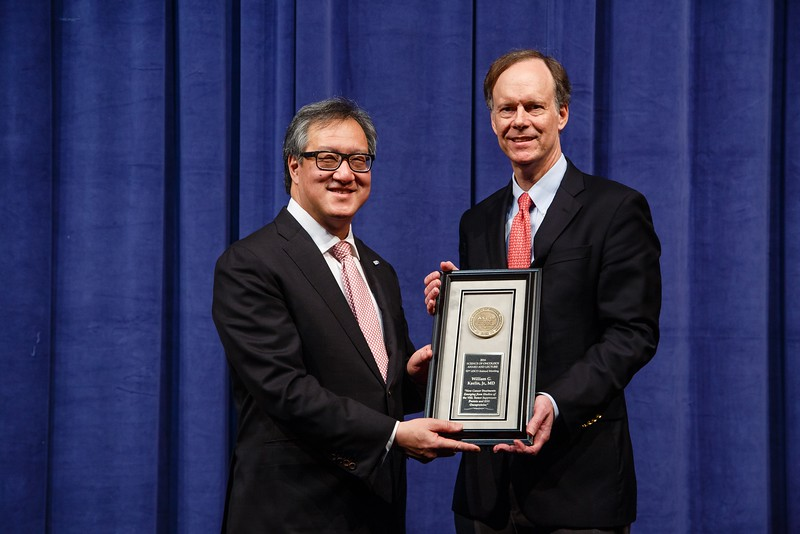 Peter Yu, MD, FACP, FASCO, presenting the Science of Oncology Award to William Kaelin, Jr., MD, during Plenary Session including Science of Oncology Award and Lecture