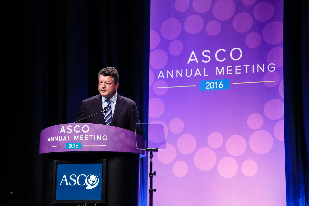 James R. Perry, MD, FRCPC, presenting abstract LBA2, A phase III randomized controlled trial of short-course radiotherapy with or without concomitant and adjuvant temozolomide in elderly patients with glioblastoma (CCTG CE.6, EORTC 26062-22061, TROG 08.02, NCT00482677) duringPlenary Session including Science of Oncology Award and Lecture