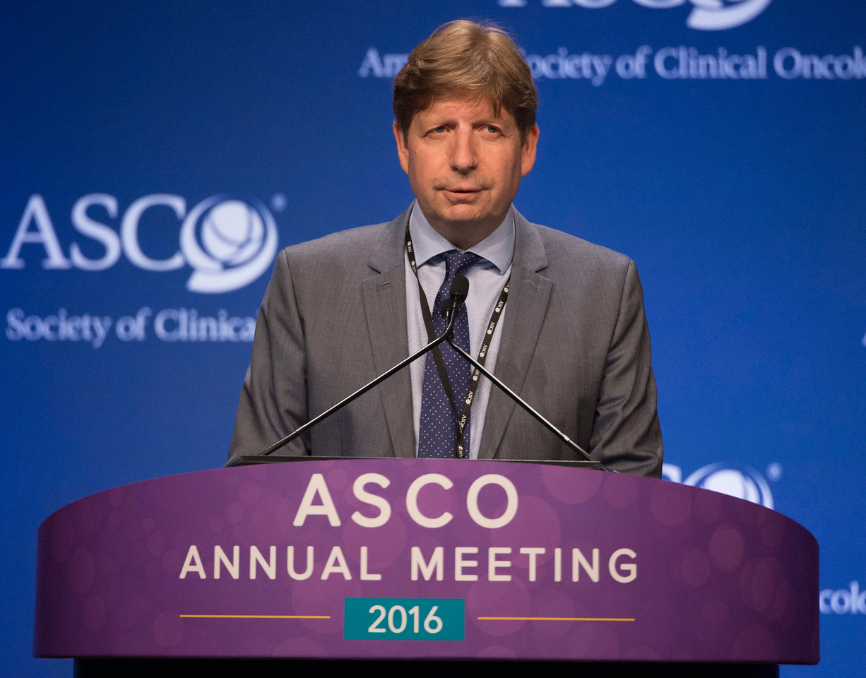 Marcel Verheij, MD, PhD, presents Abstract 4000 during the Gastrointestinal (Noncolorectal) Cancer Oral Abstract Session