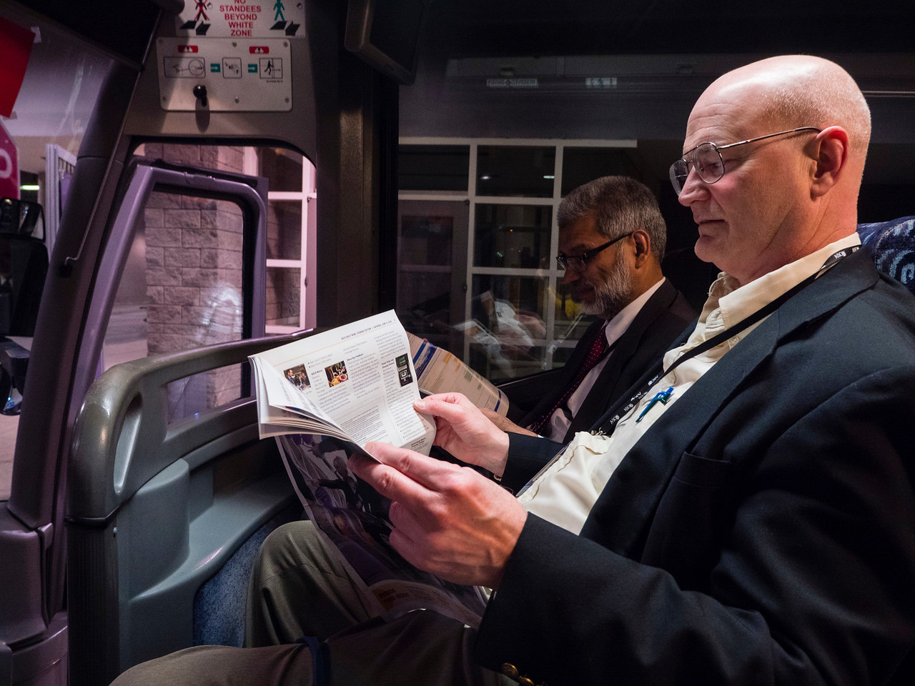 Attendees reading ASCO Daily News and the new Evening Edition during