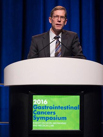 Keynote lecturer Dr. Robert Vonderheide receiving the Keynote Award - Keynote Lecture: Inflammatory Networks and Cancer Immune Surveillance