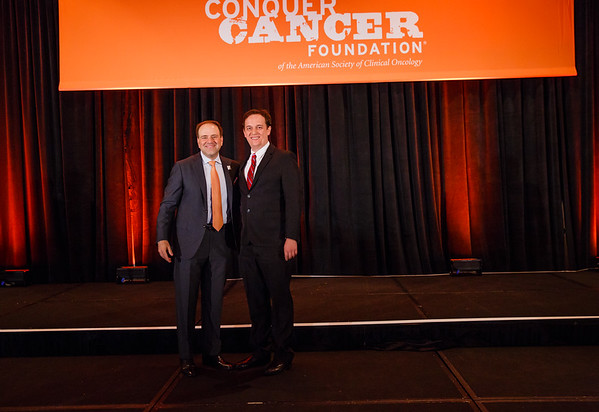 2017 IDEA in Palliative Care Recipient Andre Junqueira dos Santos, MD, PhD with Thomas G. Roberts, Jr., MD, Chair of the Conquer Cancer Foundation Board of Directors, during 2017 Grants & Awards Ceremony and Reception