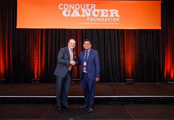 2017 Young Investigator Award Recipient Davis Torrejon Castro, MD  with Thomas G. Roberts, Jr., MD, Chair of the Conquer Cancer Foundation Board of Directors, during 2017 Grants & Awards Ceremony and Reception