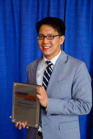 2017 Young Investigator Award Recipient Samuel Yao-Ming Ng, MD, PhD, during 2017 Grants & Awards Ceremony and Reception