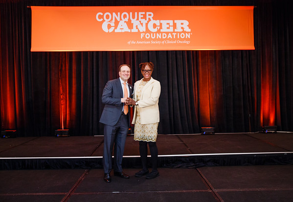 2016 Medical Student Rotation Recipient Ogochukwu Ezeoke with Thomas G. Roberts, Jr., MD, Chair of the Conquer Cancer Foundation Board of Directors, during 2017 Grants & Awards Ceremony and Reception
