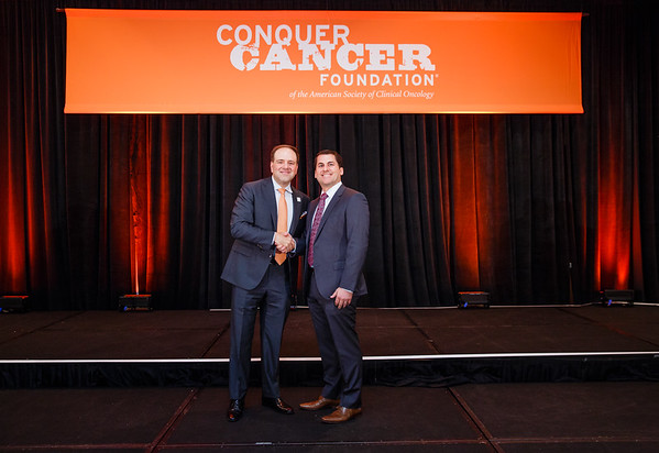 2017 Young Investigator Award Recipient Jonathan Iaccarino, MD with Thomas G. Roberts, Jr., MD, Chair of the Conquer Cancer Foundation Board of Directors, during 2017 Grants & Awards Ceremony and Reception