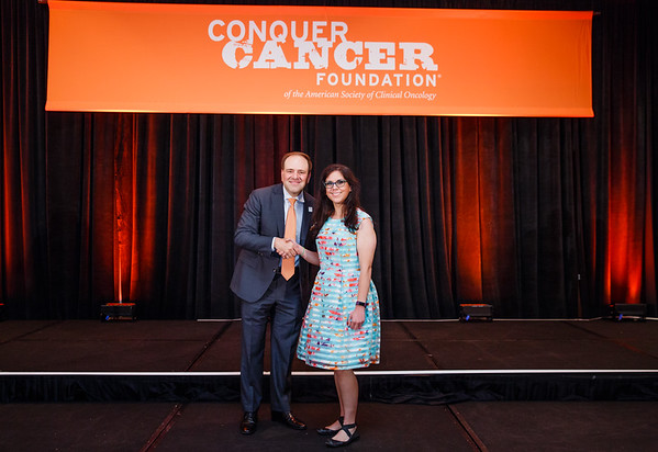 2017 Resident Travel Award Recipient Victoria Lopez, MD with Thomas G. Roberts, Jr., MD, Chair of the Conquer Cancer Foundation Board of Directors, during 2017 Grants & Awards Ceremony and Reception