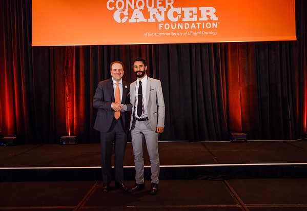 2017 IDEA Recipient Omar Pena-Curiel, MD with Thomas G. Roberts, Jr., MD, Chair of the Conquer Cancer Foundation Board of Directors, during 2017 Grants & Awards Ceremony and Reception