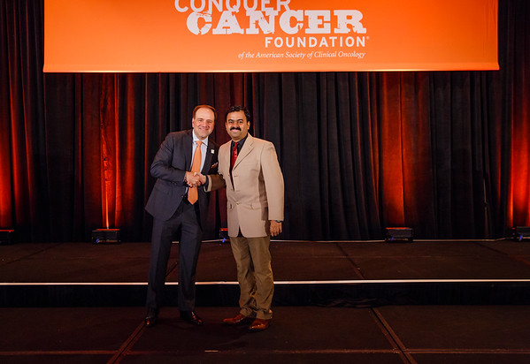 2017 IDEA Recipient Srinivas Rajagopala, MBBS, MD with Thomas G. Roberts, Jr., MD, Chair of the Conquer Cancer Foundation Board of Directors, during 2017 Grants & Awards Ceremony and Reception