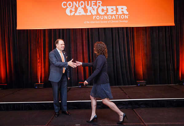 2017 IDEA in Palliative Care Recipient Mirza Jacqueline Alcalde Castro, MD with Thomas G. Roberts, Jr., MD, Chair of the Conquer Cancer Foundation Board of Directors, during 2017 Grants & Awards Ceremony and Reception