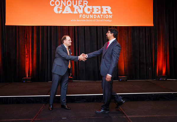 2017 Young Investigator Award Recipient Prasanna Alluri, MD, PhD with Thomas G. Roberts, Jr., MD, Chair of the Conquer Cancer Foundation Board of Directors, during 2017 Grants & Awards Ceremony and Reception