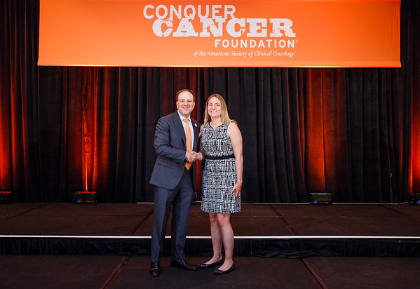 2017 Young Investigator Award Recipient Laura Spring, MD with Thomas G. Roberts, Jr., MD, Chair of the Conquer Cancer Foundation Board of Directors, during 2017 Grants & Awards Ceremony and Reception