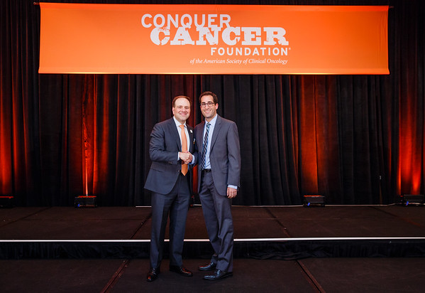 2017 Young Investigator Award Recipient Michael Wagner, MD with Thomas G. Roberts, Jr., MD, Chair of the Conquer Cancer Foundation Board of Directors, during 2017 Grants & Awards Ceremony and Reception