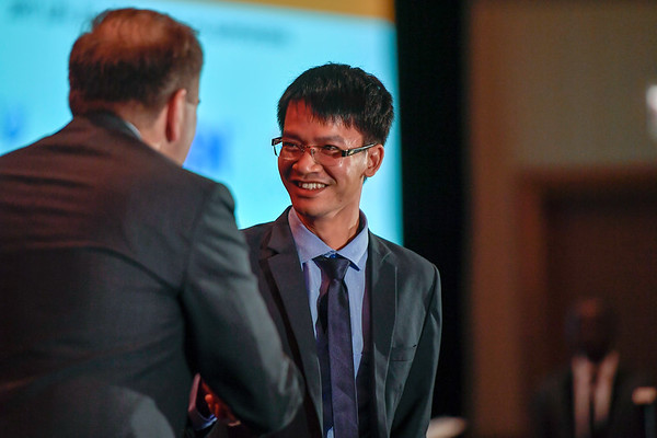 2017 IDEA Recipient Voc Tai Dang, MD with Thomas G. Roberts, Jr., MD, Chair of the Conquer Cancer Foundation Board of Directors, during 2017 Grants & Awards Ceremony and Reception