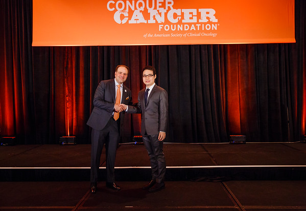 2017 IDEA Recipient Lucksamon Thamlikitkul, MD with Thomas G. Roberts, Jr., MD, Chair of the Conquer Cancer Foundation Board of Directors, during 2017 Grants & Awards Ceremony and Reception