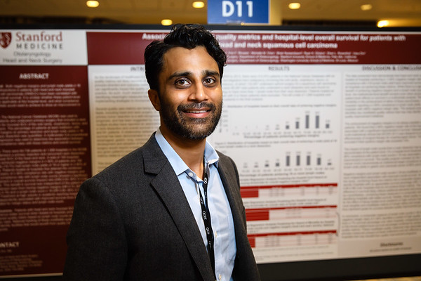 Vasu Divi, MD, FACS, presenting during Poster Session B