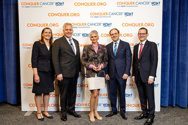 Dr. Margaret Flowers, Breast Cancer Research Foundation®, with ASCO leadership during 2018 Conquer Cancer Top Donor Awards