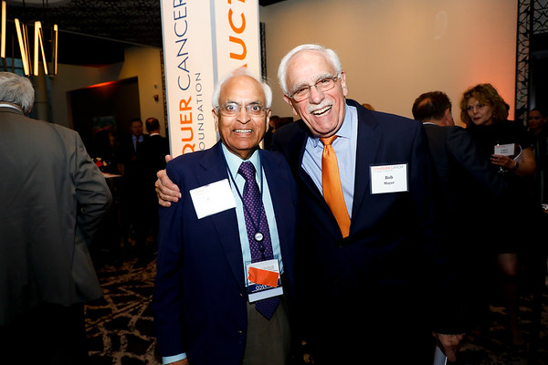 Drs. Kanti Rai and Bob Mayer during 2018 Conquer Cancer Foundation Dinner
