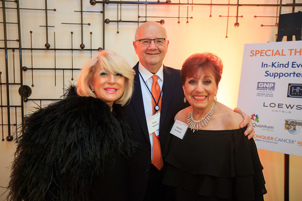 Donna Roberts, Tom Roberts, Sr. and Victoria Merryman mingling at the cocktail reception during 2018 Conquer Cancer Foundation Dinner