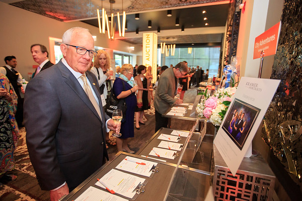 Dr. Richard Tempero participating in the silent auction during 2018 Conquer Cancer Foundation Dinner
