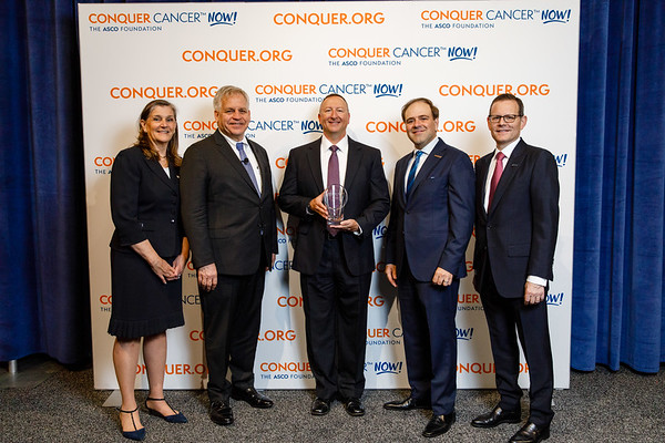 Mr. Matt Shaulis, Pfizer, with ASCO leadership with ASCO leadership during 2018 Conquer Cancer Top Donor Awards