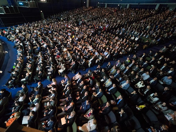 Oral Abstract Session Gastrointestinal (Noncolorectal) Cancer The audience listens to the Oral Abstract Session on Gastrointestinal (Noncolorectal) Cancer