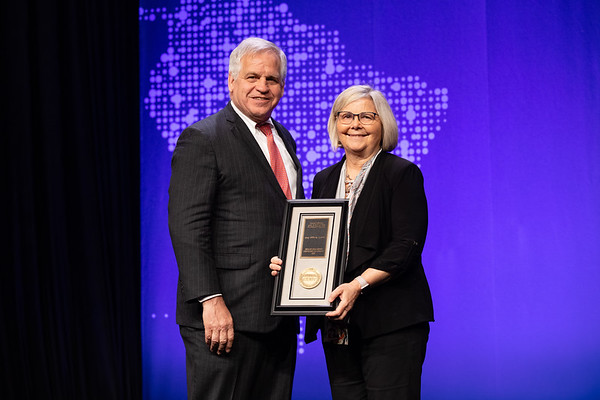 Plenary Session Bruce E. Johnson, MD, FASCO, presenting the Science of Oncology Award to Joan Brugge, PhD