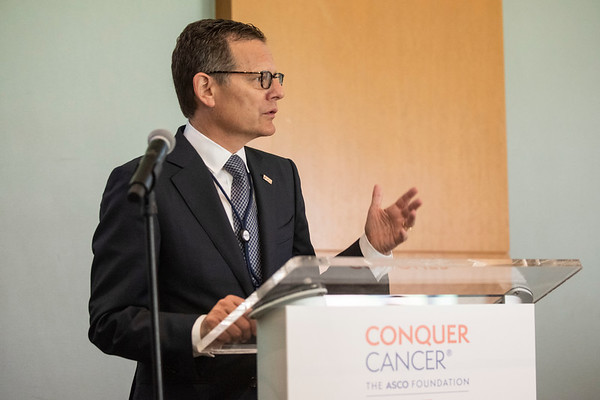 2019 Corporate Conquerors Circle Meet and Greet Reception Clifford A. Hudis, MD, FACP, FASCO, ASCO & Conquer Cancer Chief Executive Officer, speaks to 2019 Conquer Cancer Corporate Conquerors Circle members